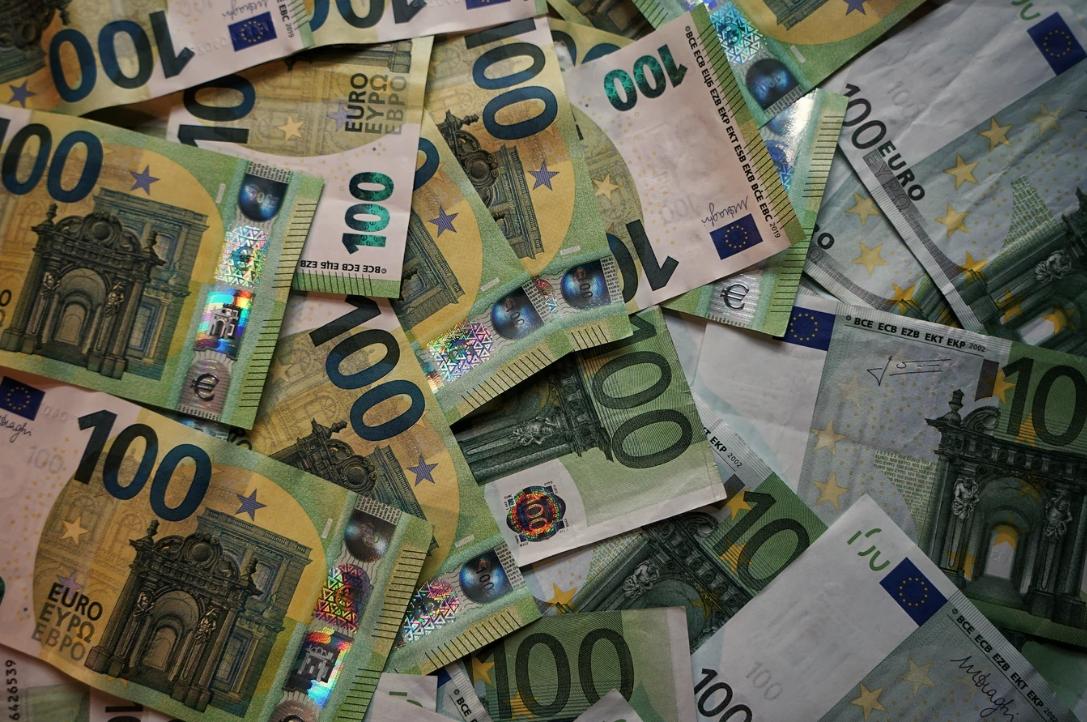 Kurs Euro Eur Pln Najniżej Od Końca