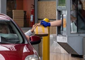 BADANIE: W czasie pandemii ruch w fast foodach mocno poszedł w dół. Spadek wyniósł ponad 40%