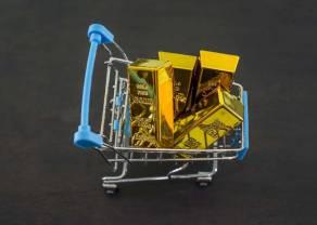 Cena złota w okolicach 1700 dolarów (USD) za uncję. Notowania ropy WTI/BRENT odbijają w górę