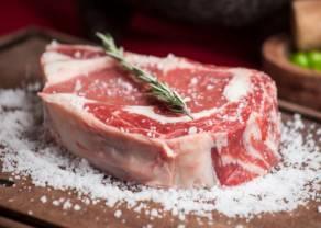 Ceny wieprzowiny w sklepach lecą w dół. Jest taniej o ponad 4% niż rok temu