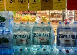 Ceny wody mineralnej w wakacje: średnio jest drożej o 5%, ale w dyskontach o prawie 20%