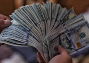 Dolar nad 3,86 PLN. Euro po 4,57 zł. Frank powyżej 4,26 złotego. Komentarz walutowy – publikacje w cieniu polityki
