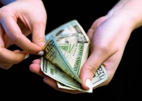Dolar po 3,85 PLN. Frank blisko 4,19 zł. Komentarz walutowy – dane i nadzieje poprawiają rynkowy sentyment