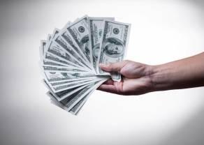 Dolar po 4,13 złotego. Kurs euro na poziomie 4,53 zł. Frank blisko 4,30 PLN. Komentarz walutowy –  Rynek ignoruje czarne wizje MFW