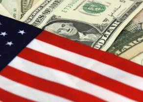 Dolar USD umacnia się. Dolar australijski najsłabszą walutą. Co z kursami euro, franka i funta?