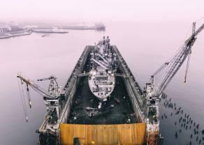 Dynamiczne odbicie w górę cen ropy naftowej. Duża zmienność notowań złota