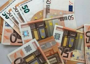 Euro jeszcze tańsze! Poniżej 4,40 złotego. Dolar wciąż pod presją, a we Włoszech zadziwiające dane!