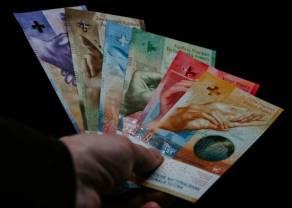 Frank umacnia się. Co z euro, funtem i jenem? Kursy głównych walut we wtorek wieczorem
