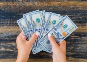 Ile wyniósł przeciętny miesięczny dochód rozporządzalny na 1 osobę ogółem w 2020?