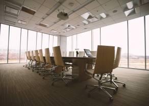 KNF zaniepokojona zawieszeniem IPO Raiffeisen