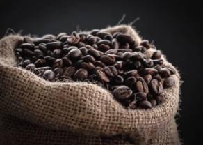 Kontynuacja rajdu cen kawy arabica w górę. Spokój na wykresie złota w oczekiwaniu na Fed