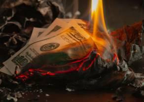 Kurs dolara amerykańskiego spadł o 4 grosze. Wzrosty funta. Nierówna walka polskiego złotego