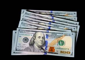 Kurs dolara poszybował w dół. Euro, frank i funt zyskują. Dolar australijski AUD zgarnia najwięcej