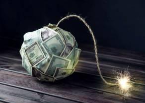 Kurs euro do dolara (EURUSD) na kluczowej linii trendu wzrostowego. Rynki nadal w odmętach spekulacji