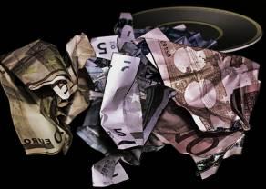 Kurs euro do dolara (EUR/USD) tuż pod 1,11. Funt do amerykańskiej waluty (GBP/USD) cofa się w kierunku 1,30