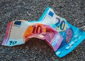 Kurs euro do dolara (EUR/USD) wpadł w szerszy trend spadkowy. 1,14 dolara może stanowić opór. Traderzy oczekują na wystąpienie Powella