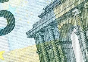 Kurs euro do franka (EUR/CHF) przykuwa uwagę inwestorów. Wyprzedaż dolara kanadyjskiego. Panika na ropie odizolowana