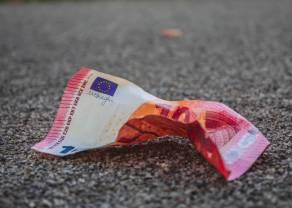 Kurs euro do złotego na poziomie 4,23 PLN. Dolar po 3,81 zł. Podsumowanie tygodnia. Komentarz walutowy