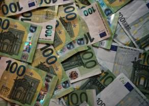 Kurs euro EUR/PLN porusza się w wąskim kanale 4,25-4,40 złotego. Na wykresie EUR/USD widać siłę amerykańskiej gospodarki. Spokój na Nowy Rok