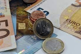Kurs euro (EUR/PLN) w górę. Ile zapłacimy za franka, funta i dolara? Kursy walut 14 czerwca