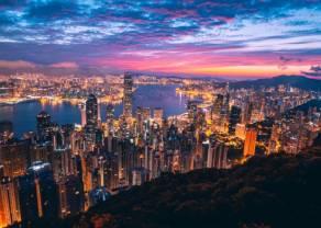 Kurs euro nad 4,28 złotego. Funt powyżej 5 zł. Dolar USD pod 3,89 PLN. Komentarz walutowy – rekordy w cieniu Hong Kongu