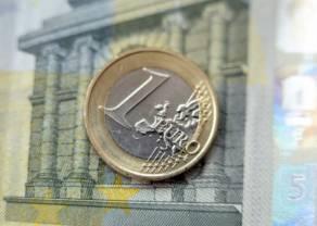 Kurs euro nad poziomem 4,56 złotego. Dolar USD blisko 4,22 PLN. Funt w okolicy 5,12 zł. Frank po 4,34 PLN. Kursy walut na początku tygodnia na rynku Forex