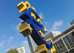 """Kurs euro przy 4,58 złotego. Dolar USD powyżej 4,23 PLN. Funt w pobliżu 5,18 zł. """"Czarne złoto"""" w dół"""