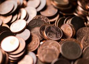 Kurs euro spada w stosunku do dolara. Odwrót na Wall Street. Sytuacja na rynkach
