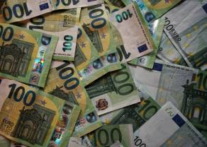 Kurs euro umocnił się do niemal wszystkich głównych walut. Koronawirus uderza w światowe rynki