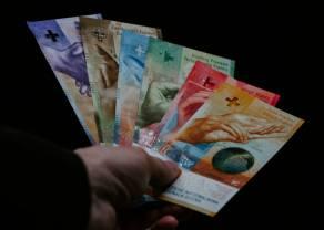 Kurs franka pod 4,15 złotego. Euro blisko 4,48 zł. Funt po 4,94 PLN. Wyhamowanie wzrostu polskiej waluty, rynek czeka na unijny szczyt