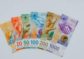 Kurs franka poniżej 4,15 złotego. Euro blisko 4,42 zł. Dolar po 4,02 PLN. Zmiany kursów walut. Polska czeka na unijne miliardy