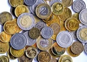 Kurs funta (GBP/PLN) 8 groszy w górę. Polski złoty coraz bardziej spada. Ile złotych kosztują euro, dolar, frank, funt i korona czeska właśnie teraz?