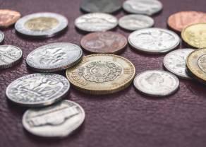 Kurs funta odrabia straty po nocnej wyprzedaży. Dolar USD/PLN spadł o 0,2%, euro delikatnie w górę