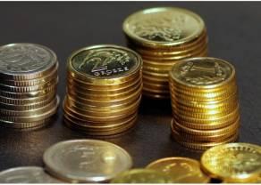 Kursy dolara (USD), franka (CHF) i funta (GBP) pną się w górę. Euro (EUR) też zyskuje. Polski złoty (PLN) słabnie przed weekendem