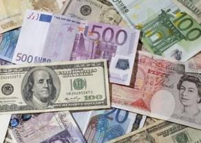 Kursy euro, dolara, franka i funta przed weekendem. Ile złotych zapłacimy za te waluty?