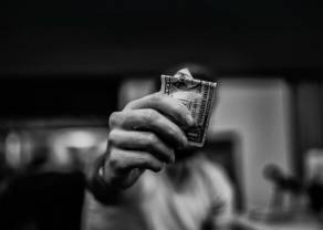 Kursy walut na końcu tygodnia. Dolar, euro, frank i funt - ile złotych zapłacisz dziś za główne waluty na rynku Forex?