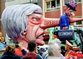 Kuszenie Theresy May w marnym stylu. Pomysł referendum rozsierdził brexitowców