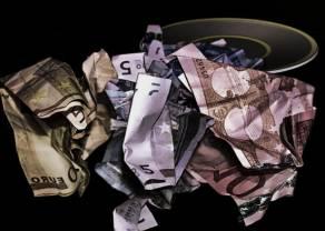 Łomot! Spadki kursów dolara USD, euro, funta i franka na rynku Forex. Ile złotych zapłacisz teraz za te waluty?