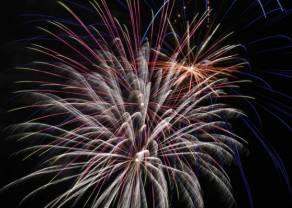 Mieszany wydźwięk danych z USA. Dzień z fajerwerkami, ale nie na rynkach