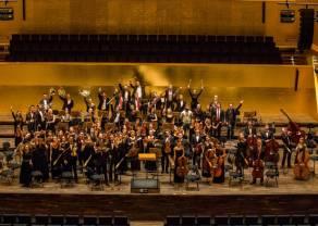 Muzycy z Santander Orchestra w teledysku z Anią Szarmach oraz na scenie Festiwalu Wodecki Twist