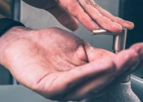 Mycie rąk nie weszło w nawyk? Polacy przestali wkładać środki czystości do koszyków zakupowych