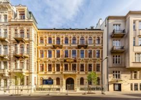 Najpiękniejsze kamienice w Warszawie można teraz zwiedzić online. Foksal 13/15 zaprasza na wideo-spacery po apartamentach