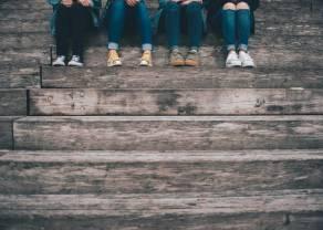 Nastolatkowie aktywnie korzystają z bankowości, lubią BLIKA i chętnie sięgają po kartę płatniczą