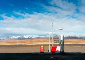 Nowe minima na wykresie cen ropy naftowej. Irak wzywa do spotkania OPEC+