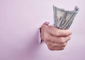 Polacy odraczają większe zakupy, bo boją się o swoje dochody