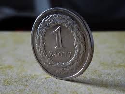 Polski złoty (PLN) umacnia się względem dolara (USD). Ile złotych zapłacimy za euro, funta i franka?
