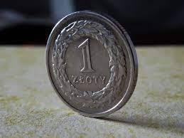 Polski złoty umacnia się. Ile zapłacimy za euro, dolara, funta i franka? Kursy walut na rynku Forex 31 maja