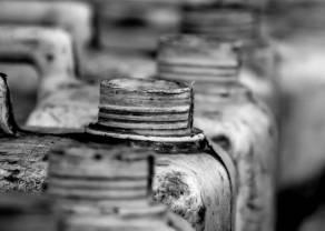 Rekordowo niska liczba wiertni ropy naftowej i gazu ziemnego w USA. Notowania złota wciąż powyżej 1800 dolarów za uncję
