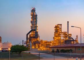 Ropa naftowa o 60% tańsza niż na początku roku. Ożywienie popytu na miedź w Chinach