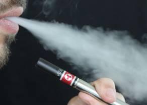 Rząd za odroczeniem poboru akcyzy od płynu do e-papierosów
